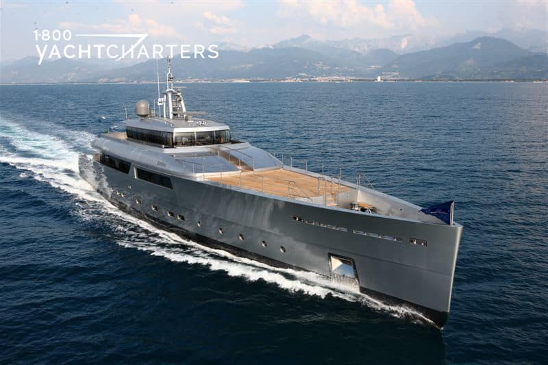Bow profile of yacht Exuma