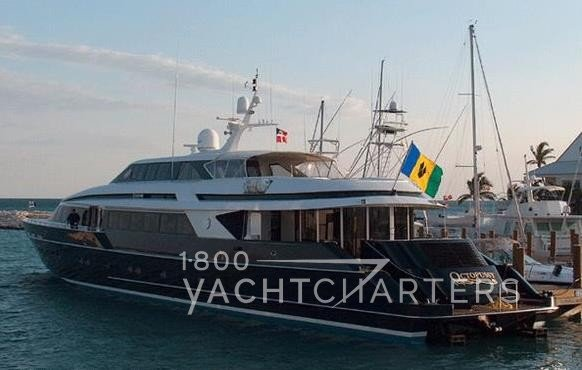 Motoryacht OCTOPUSSY at dock - before 2015 refit - sternto (back of boat at dock)