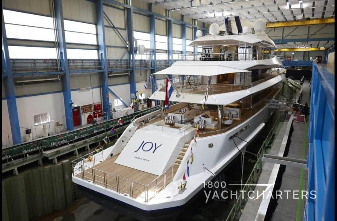 Joy yacht aft