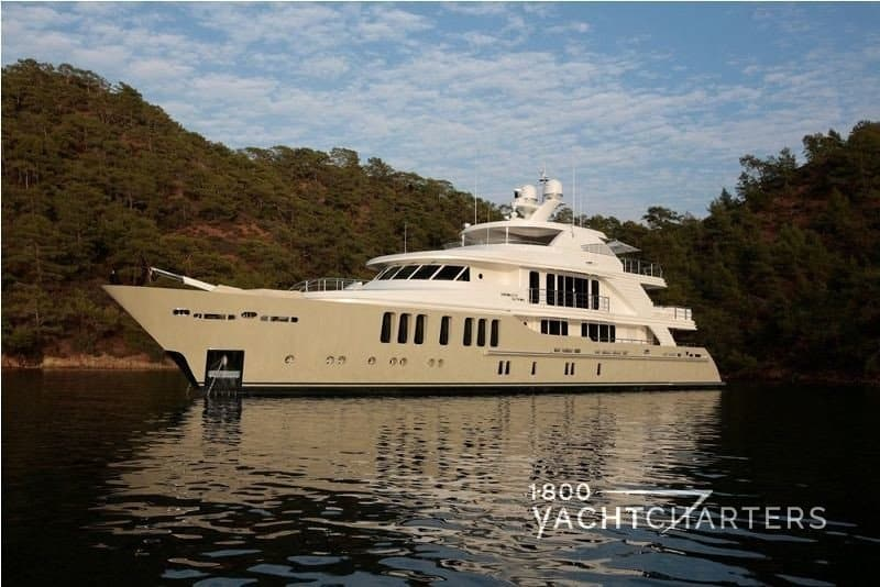 Profile of motoryacht Orient Star